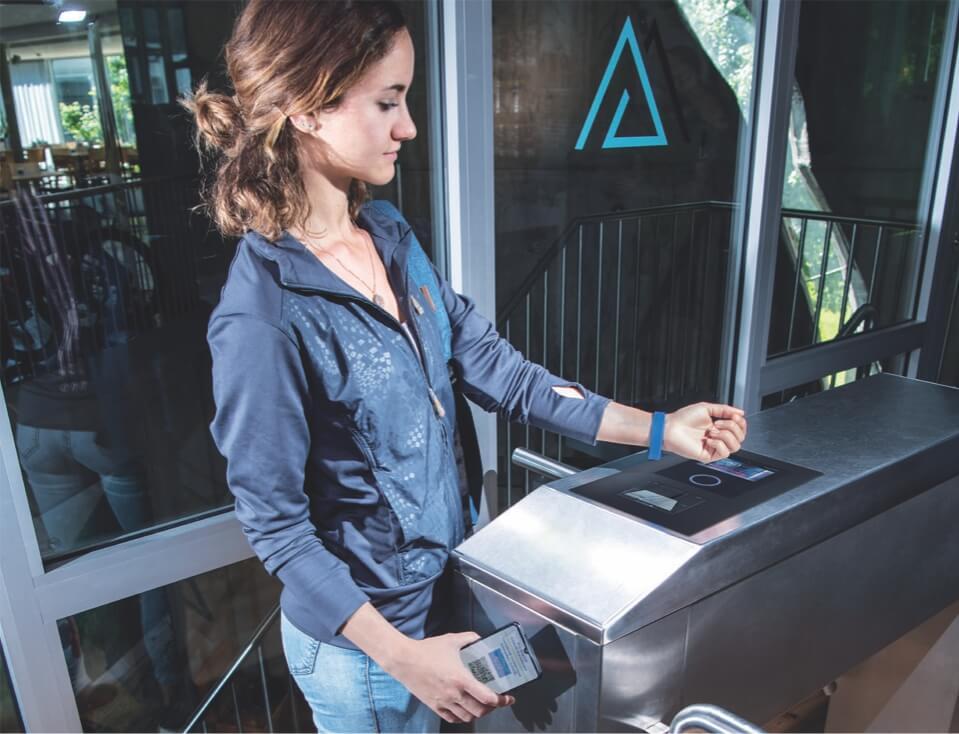 skeniranje-covid-potrdila-RFID-kartice-RFID-obeska-gantner-korak-2